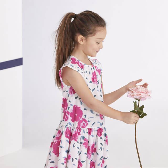 Từ nhỏ bé gái Pháp đã được mẹ dạy dỗ nghiêm khắc và chuẩn mực